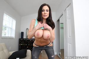 Hot Big Tit Kendra Lust Gives A Great Blowjob