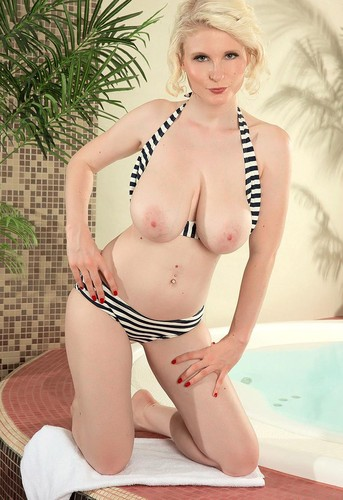 Casey Deluxe   Hot Tub Bikini Hottie FullHD 1080p